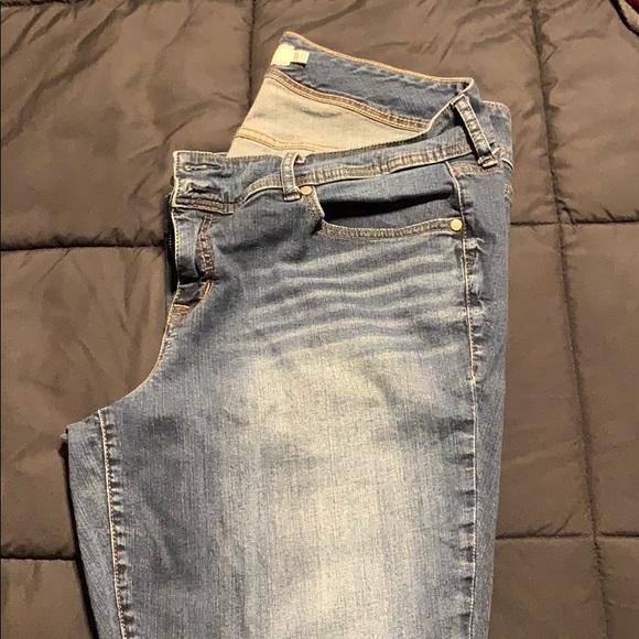 Torrid denim blue jeans relaxed fit 20 Tall.